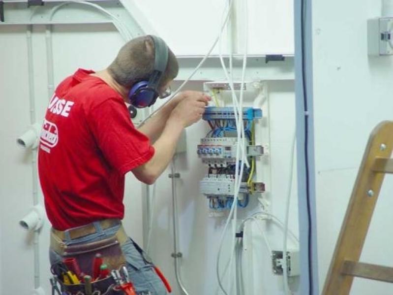 Manutenção de Instalação Elétrica em Condomínios - R & C Consultoria Empresarial