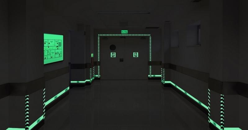 Placa de Rota de Fuga Fotoluminescente - R & C Consultoria Empresarial