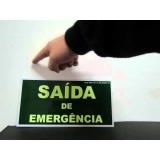 placa saída de emergência luminosa