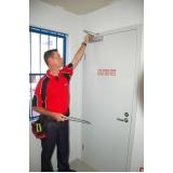 manutenção de porta corta fogo