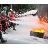 treinamento prático de combate a incêndio na Bixiga