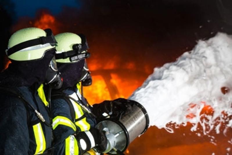 Treinamento a Combate de Incêndio Industrial - R & C Consultoria Empresarial